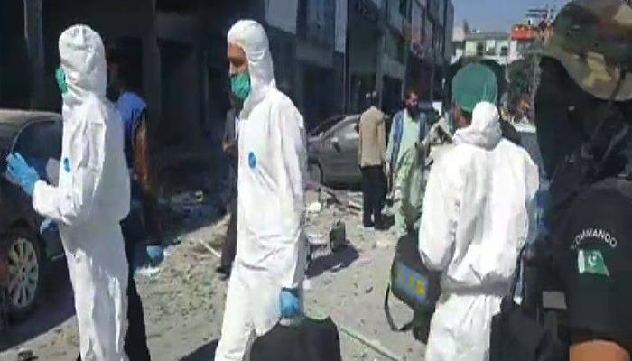 Forensic team at site of Lahore blast - Screengrab