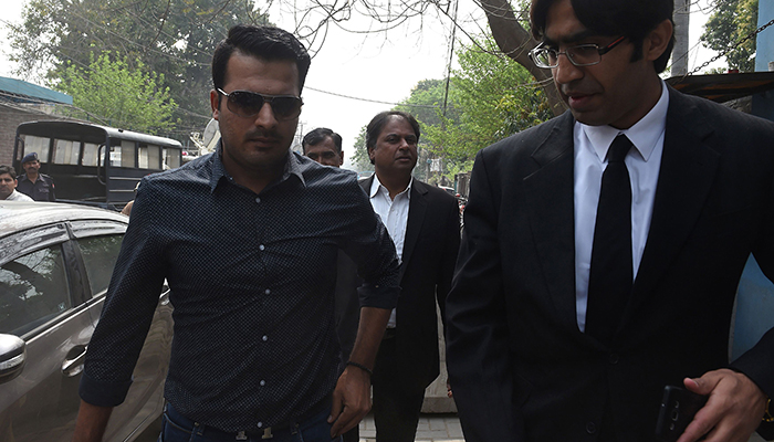 Sharjeel Khan (L) arrives with his lawyer at FIA  to record his statement in Lahore on March 21, 2017 – AFP