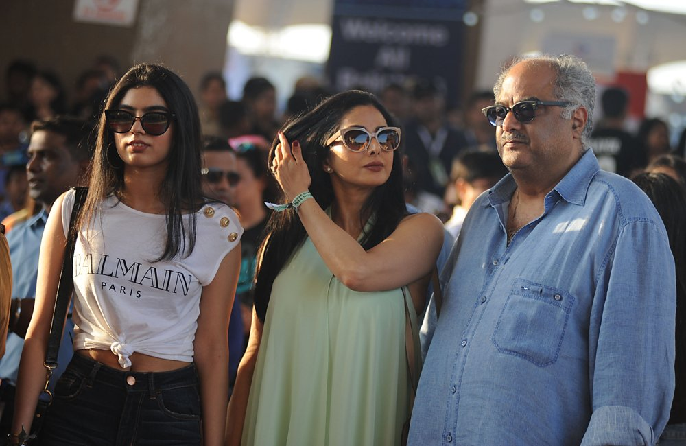 Indian Bollywood actress Sridevi (C) poses with her daughter (L) and husband Boney Kapoor (R) as they arrive to attend a concert performance by Canada´s Justin Bieber at The D.Y. Patil Stadium in Navi Mumbai on May 10, 2017. / AFP / Sujit JAISWAL