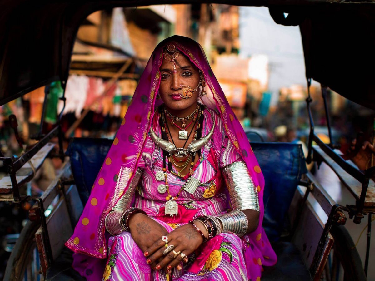 A woman on her way to the market in Jodhpur, India photographed by Mihaela Noroc