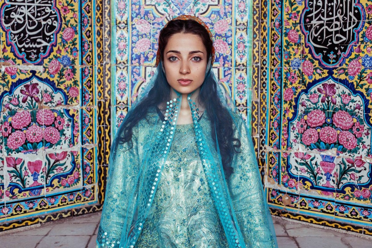 A woman in Shiraz, Iran photographed by Mihaela Noroc