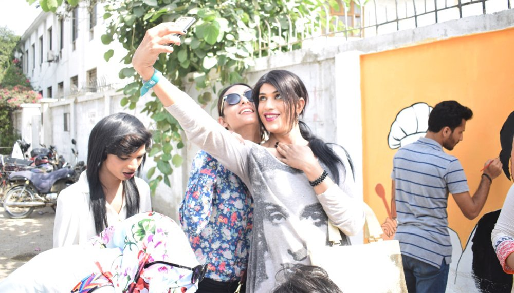 Shilpa takes a selfie with Kami as they take a break to enjoy the latter