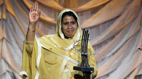 Pakistani activist Syeda Ghulam Fatima receives Global Citizen award in NY