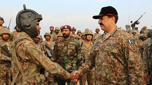 COAS witnesses military exercises in Cholistan, lauds standard of training