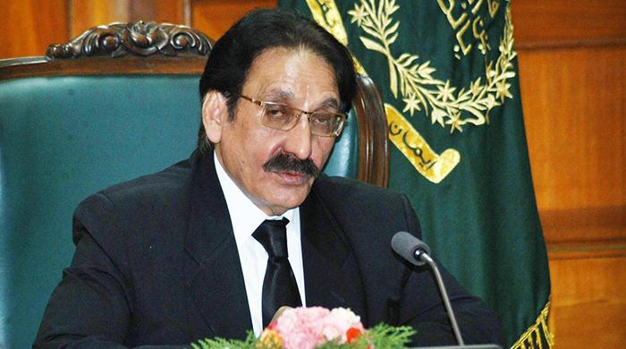 Former CJP Iftikhar Chaudhry calls for appointment of acting PM to avoid crisis