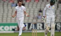 England decide against follow-on after 391-run lead against Pakistan