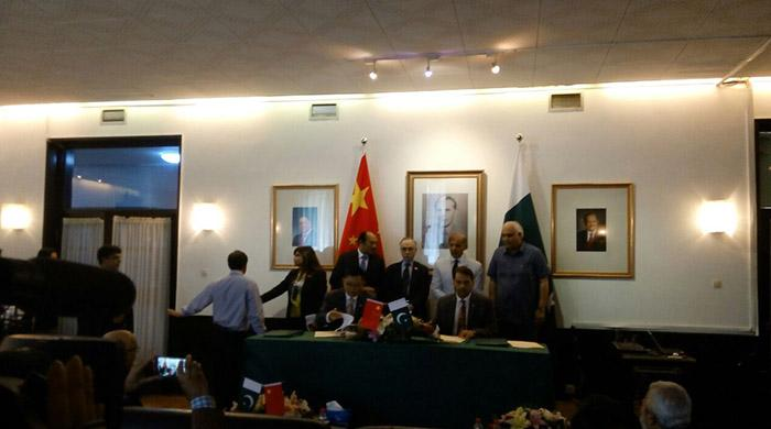 Pakistan, China sign 24 agreements, MOUs covering industrial, energy sectors