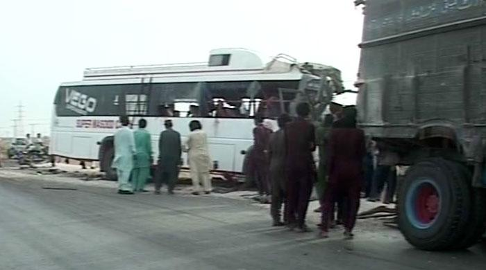 Bus-truck collision kills 10, injures 38 in Jamshoro