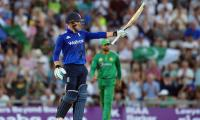 Dizzy Roy sets up England win over Pakistan
