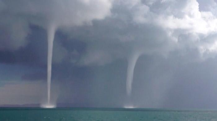 Rare waterspouts form over Lake Qinghai in China