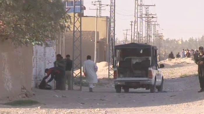 BDS personnel attempt to defuse suspected bomb near Quetta's Sariab Road