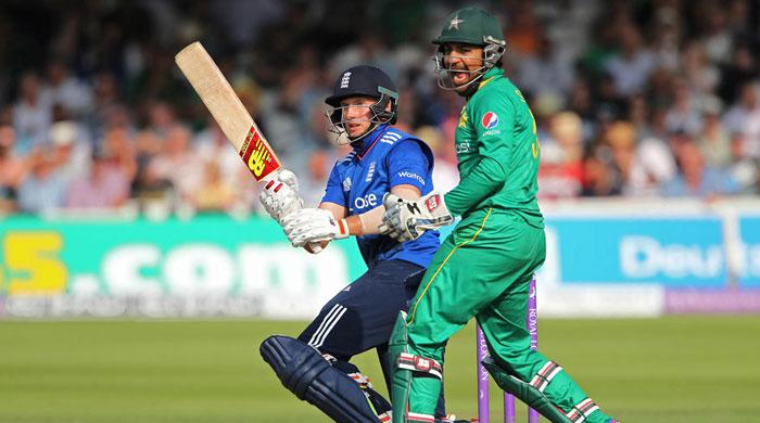Pakistan lose second ODI against England by four wickets