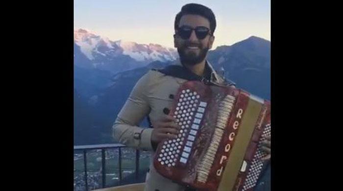 Ranveer Singh sings 'Pardesi Pardesi' in Switzerland