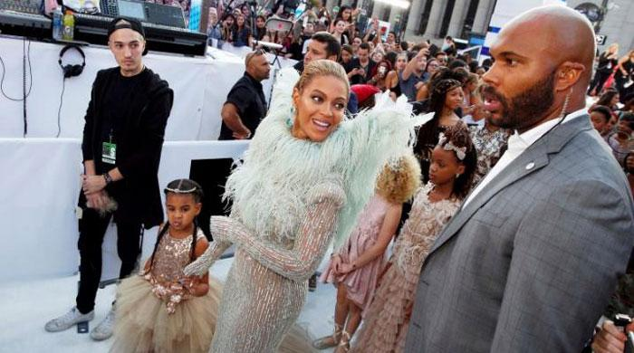 Beyonce rules MTV Video Music awards, Rihanna gets lifetime award