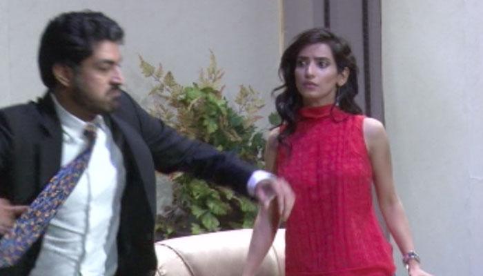 39 aasman se gira 39 urdu adaption of ken ludwig s broadway for Farcical comedy meaning in urdu