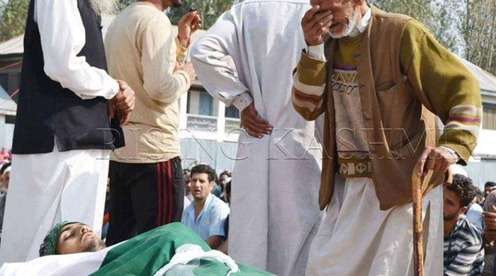 Youth martyred in IoK buried in coffin covered in Pakistan flag
