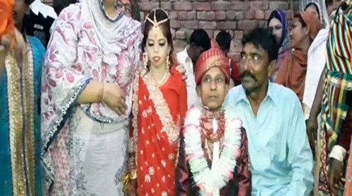Dwarf couple in Lahore gets married