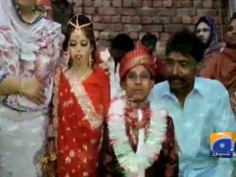 Dwarf couple in Lahore gets married.