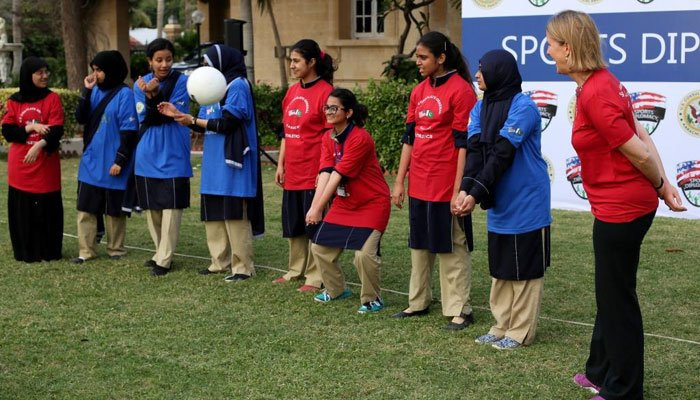 Us consul general karachi hosts volleyball training for for Consul training