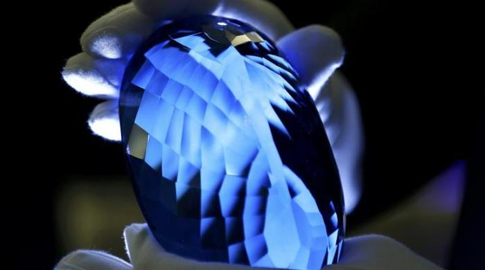 Blue topaz gemstone, largest of its kind, to go in display in UK