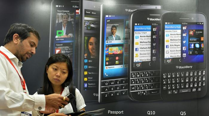 BlackBerry to outsource handsets, will halt production