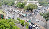 Severe traffic jam at Lahore's Charing Cross as farmers stage sit-in