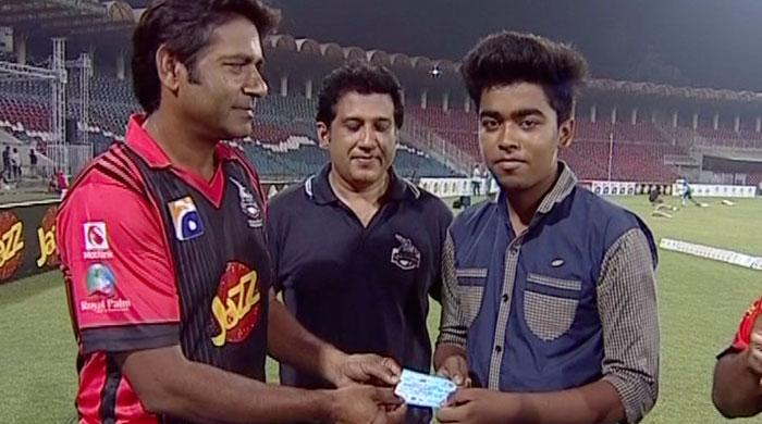 Lahore Qalandars to award scholarships to students