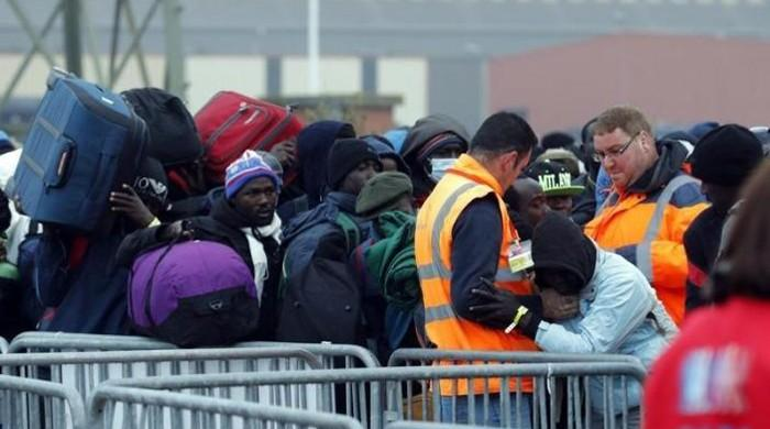 France starts clearing 'jungle' migrant camp in Calais