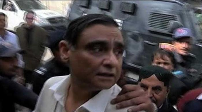 Dr Asim suffers paralytic attack