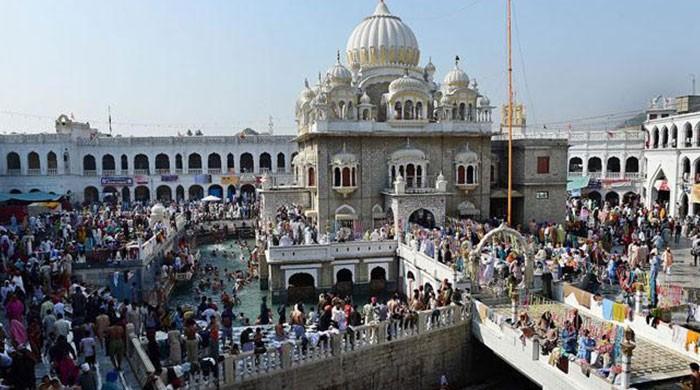 Pakistan presents gifts to Sikh visitors on Guru Nanak anniversary