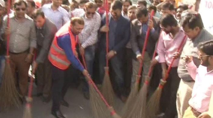 MQM-Pakistan, London workers face off in Karachi cleaning drive