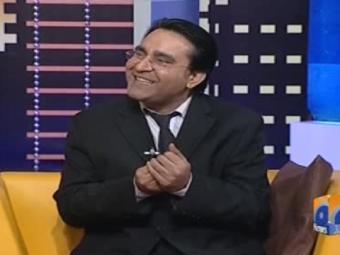 Khabarnaak Ayesha Jahanzeb makes fun of Naseem Dukhiari