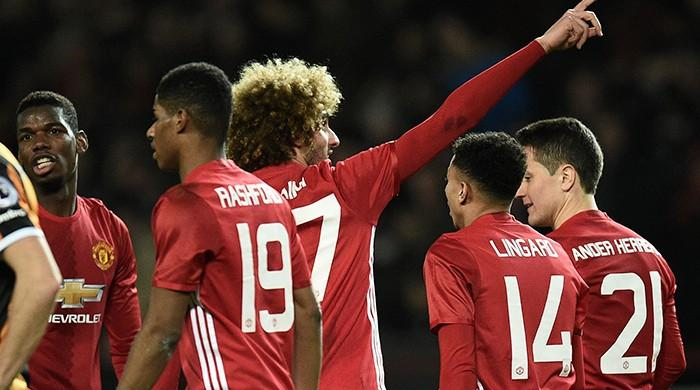 Mata, Fellaini give Manchester United League Cup edge