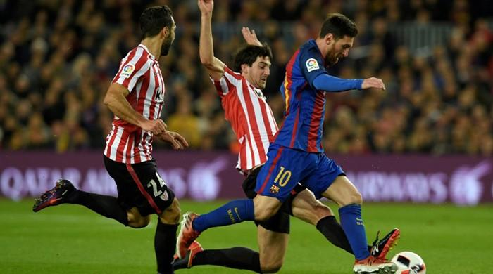 Messi free-kick magic sends Barcelona into Cup quarters