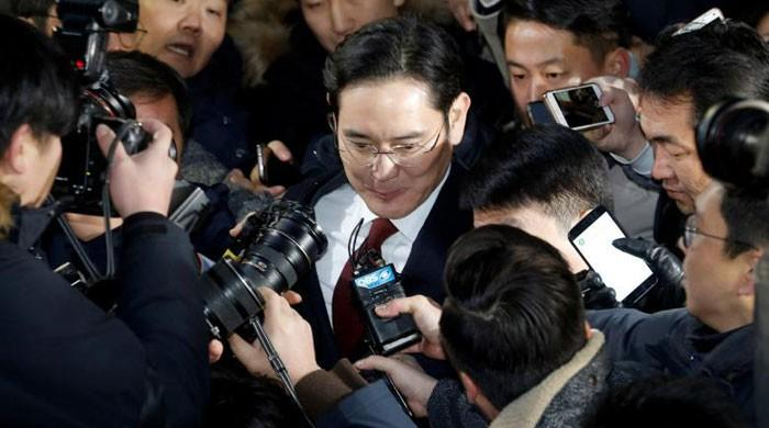 No sleep, a $5 meal: Samsung leader questioned for straight 22 hours