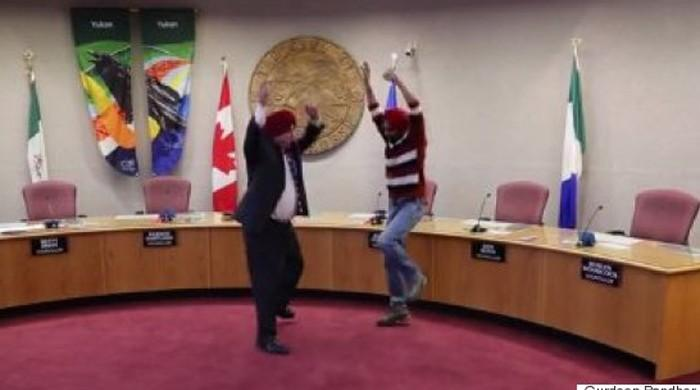 Whitehorse Mayor Dan Curtis breaks the Internet with his Bhangra
