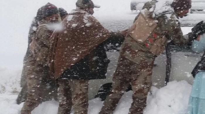Roads cleared, traffic resumes after snowfall led to roadblocks in Quetta