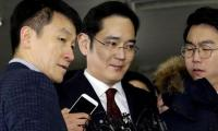 South Korea prosecutors accuse Samsung chief of bribery, seek arrest