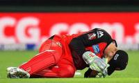 Renegades' Nevill hit by flying bat during Big Bash match