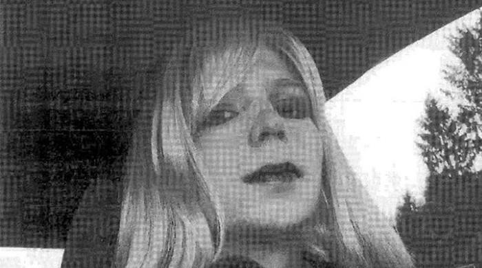 Obama commutes sentence of Wikileaks whistleblower Chelsea Manning
