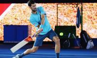 Cricket? Sure! Djokovic picks up bat against Shane Warne
