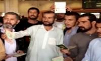 60 deported Pakistanis reach Lahore