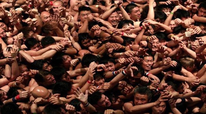 Japanese men strip off for naked festival