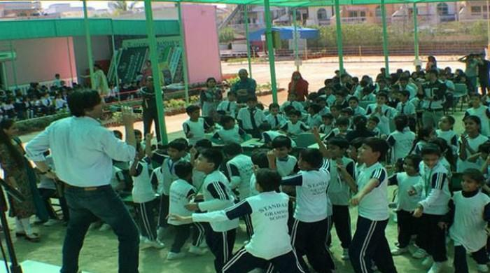 Laal band brings 'dama dam mast qalandar' to schoolchildren in Sindh
