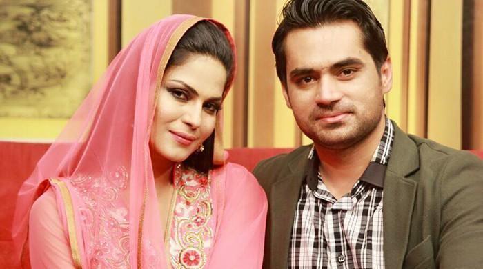 Shows geo headlines   Geo tv  Latest News Breaking Pakistan  World     Veena agrees not to part ways with husband Asad Khattak