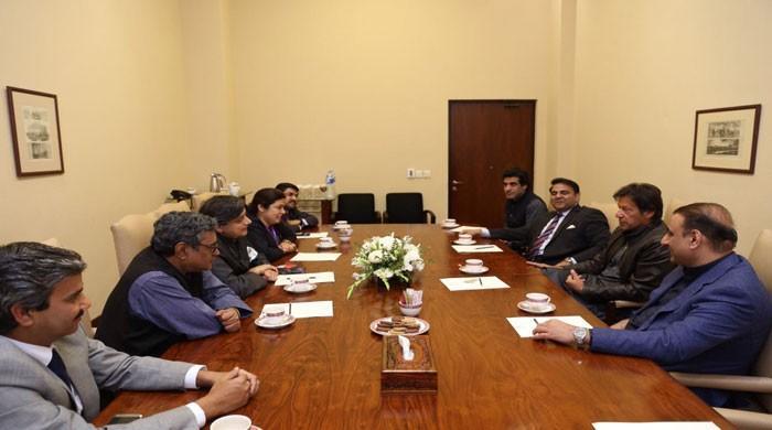 Shashi Thuroor meets Imran Khan in Islamabad