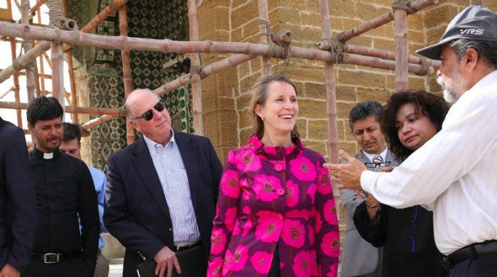 US Consul General visits temple in Manora