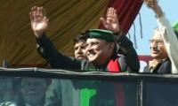 Zardari takes aim, chants 'go Imran go'
