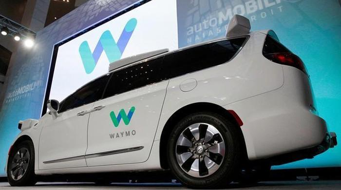 Automakers ask California to ease rules for self-driving car tests