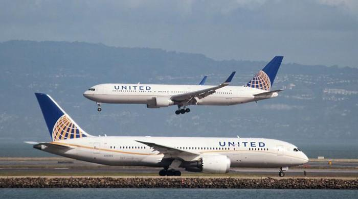 United to offer passengers up to $10,000 to surrender seats